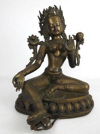 BOUDDHA assis en bronze doré sur un socle ajouré. Haut.: 36 cm.