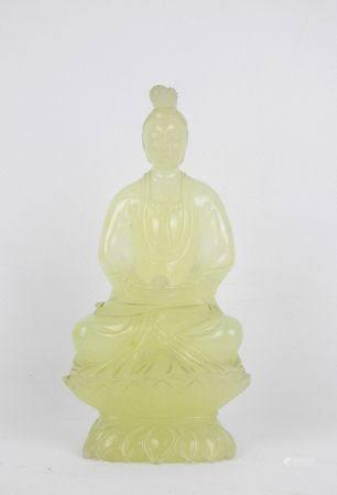BOUDDHA assis en méditation. Sujet en pierre dure jaune sculptée. Haut: 15 cm.