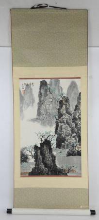CHINE XXème. Tenture. Vue de montagne. Encre. Signé. 70 x 43 cm à vue. Total.: 140 x 52 cm.
