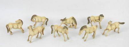 CHINE début XXème siècle. Les chevaux du bonheur. Suite de huit sujets en ivoire sculpté. Haut.