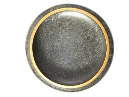 Coupe en cuivre émaillé cloisonné à décor dans le bassin d'un dragon impérial. Marque au revers