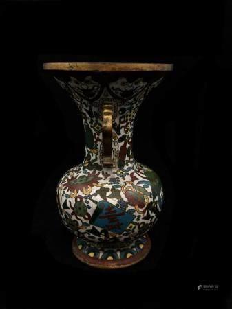 Vase balustre à anses et à décor d'émaux sur cuivre d'oiseaux stylisés. Indochine, début du Xxè