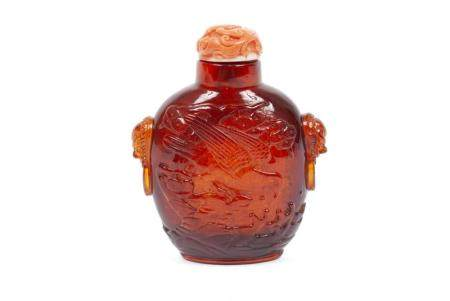 A LARGE AND FINE AMBER SNUFF BOTTLE