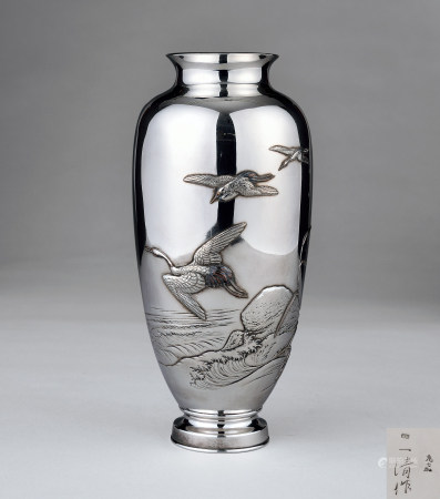 一清作纯银鹤纹花瓶