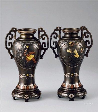 铜金银镶嵌人物纹双耳花瓶一对