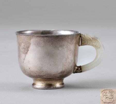 德成造白玉手银杯