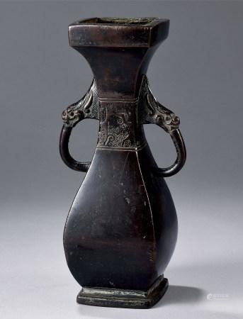 古铜四方龙耳花瓶