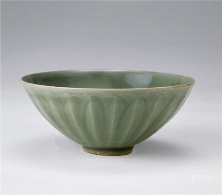 宋龙泉窑青瓷莲瓣碗