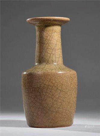 宋米色青磁官式纸槌瓶