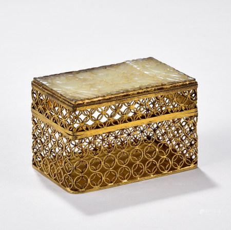 清玉面铜鎏金虫盒