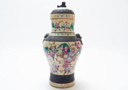Chinesische Deckelamphore mit Schlachten