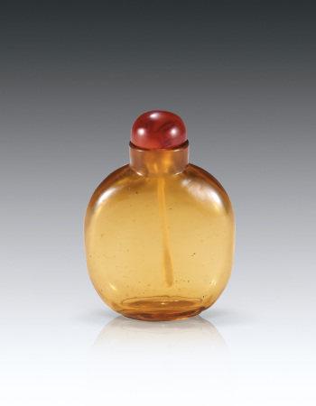 18世纪琥珀色琉璃鼻烟壶