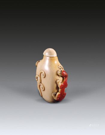 清雕螭龙鼻烟壶