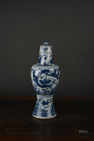 A BLUE & WHITE 'DRAGON' VASE. XUANTONG PERIOD, MING DYNASTY.