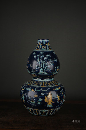 A FAHUA DOUBLE-DOURD TYPE FIGURAL VASE. MING DYNASTY.