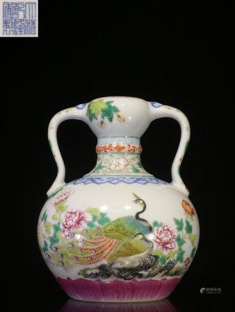 FAMILLE ROSE 'PEACOCK AND FLOWERS' VASE WITH HANDLES
