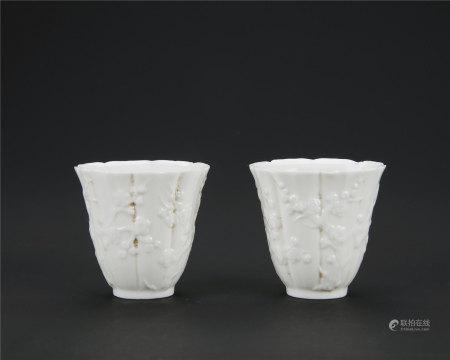 德化窑白瓷梅花纹花口杯一对