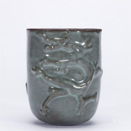 青釉模印龙纹杯