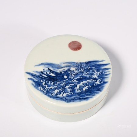 A blue and white glaze box with red lid, Qianlong period, Qing Dynasty