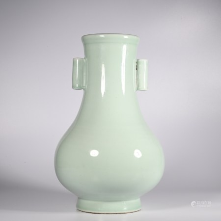 Qing Dynasty Yongzheng Monochrome Glazed Perforated Ear Vase