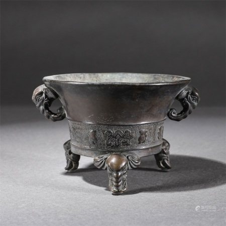 A copper stove with a gluttonous pattern of elephant ears
