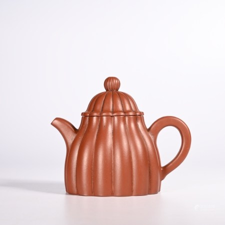 the Qing dynasty         dark-red enameled pottery teapot