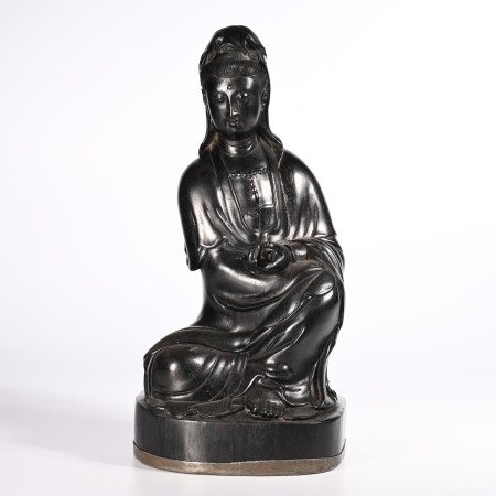 Red sandalwood statue in Qing Dynasty