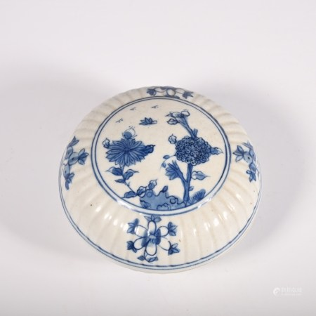 Qing Dynasty blue and white flower pattern cover box