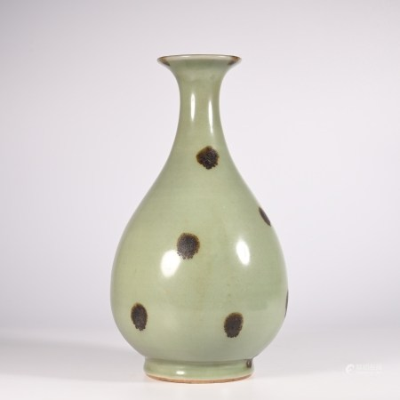 Jade pot and spring bottle of Longquan kiln in Song Dynasty