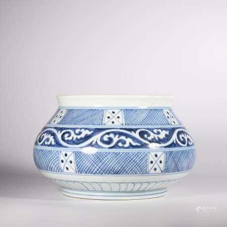 Blue and white fish basket in Xuande of Ming Dynasty