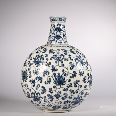 Xuande blue and white lotus pattern flat pot in Ming Dynasty