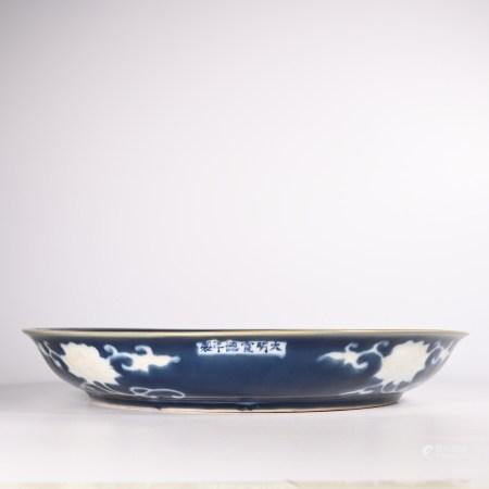 Xuande blue glazed flower pattern plate in Ming Dynasty