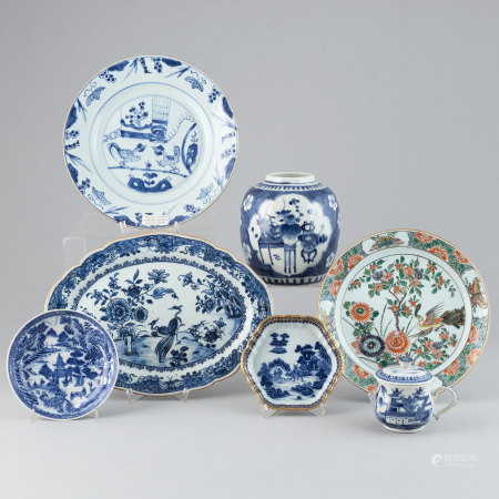 A group of seven Chinese porcelain objects, Qing dynasty, 18th/19th century.