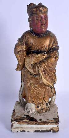 AN 18TH/19TH CENTURY CHINESE GILT LACQUERED WOOD FIGURE OF AN IMMORTAL Qing, modelled upon a square