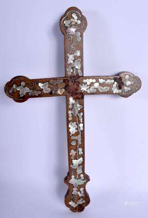 AN 18TH/19TH CENTURY CHINESE CARVED HONGMU CRUCIFIX Qing, inlaid with mother of pearl foliage and vi