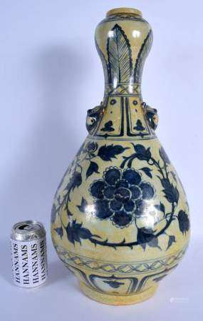 A LARGE CHINESE BLUE AND WHITE PORCELAIN VASE 20th Century, painted with flowers. 47 cm high.