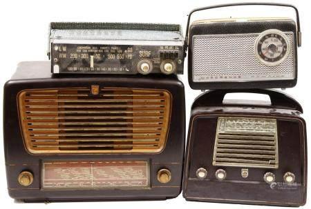 Deux radios en bakélite, dont une portable, Philips, en plus : deux radios à transistor, Schnei
