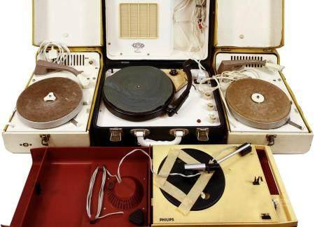 Quatre pick-ups dans une valise, Philips et Garrard, années 50/60, -diverses qualités-