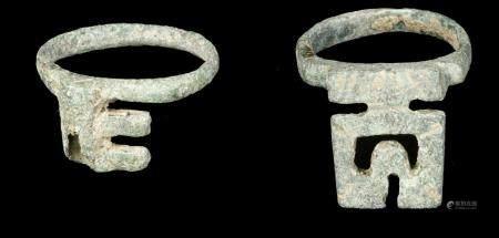 Lot de 2 porte-clés romains en bronze, vers le IIe et le IIIe siècle après J.-C. (diamètre inté