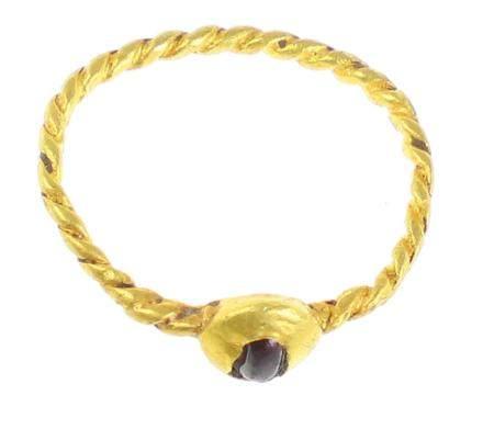 Jolie bague romaine en or, petite améthyste dans le chaton, or torsadé, taille intérie d'env
