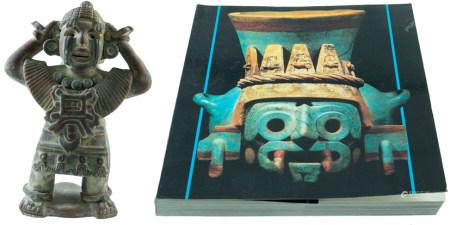 Vase en terre cuite en forme de figurine d'homme à bras levés, de style zapotèque - H. 35 cm, r