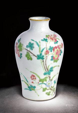 清  粉彩芙蓉花梅瓶