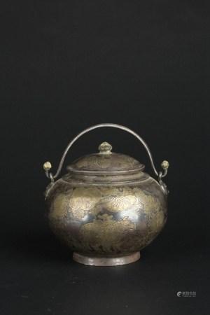 唐银鎏金瑞兽纹提梁壶盖罐