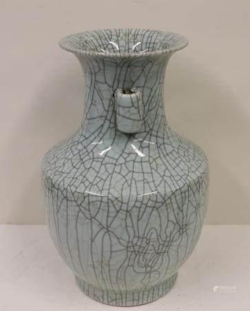 Chinese Porcelain Crackle Vase.