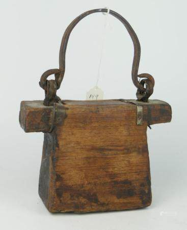 CHINESE 18TH CENTURY HAND MADE WOODEN CARRIER