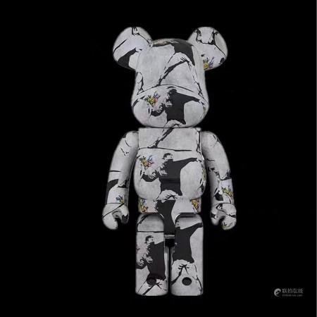 Bearbrick 1000% Banksy 班克西 扔花