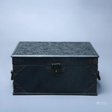 清乾隆 碧玉龙纹盒