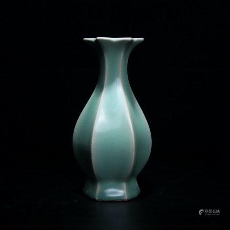 明 龙泉窑六棱瓶
