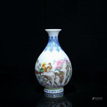 民国 珐琅彩花鸟纹玉壶春瓶