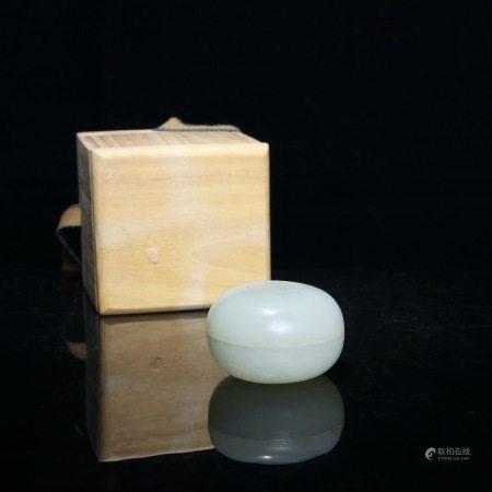 清 和田白玉薄胎粉盒